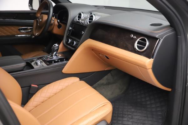Used 2018 Bentley Bentayga W12 for sale $156,900 at Alfa Romeo of Westport in Westport CT 06880 28