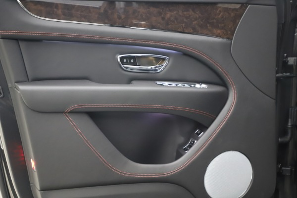 New 2021 Bentley Bentayga V8 for sale $213,720 at Alfa Romeo of Westport in Westport CT 06880 18