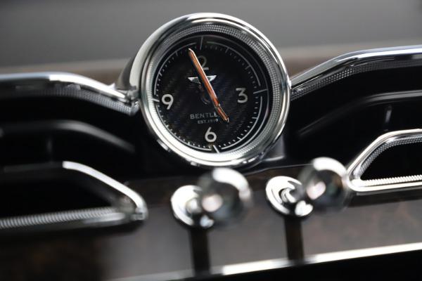New 2021 Bentley Bentayga V8 for sale $213,720 at Alfa Romeo of Westport in Westport CT 06880 26
