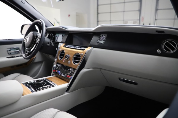 Used 2019 Rolls-Royce Cullinan for sale $349,900 at Alfa Romeo of Westport in Westport CT 06880 14