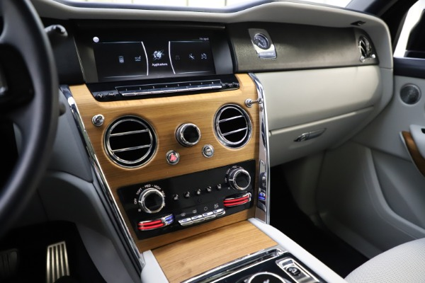 Used 2019 Rolls-Royce Cullinan for sale $349,900 at Alfa Romeo of Westport in Westport CT 06880 28