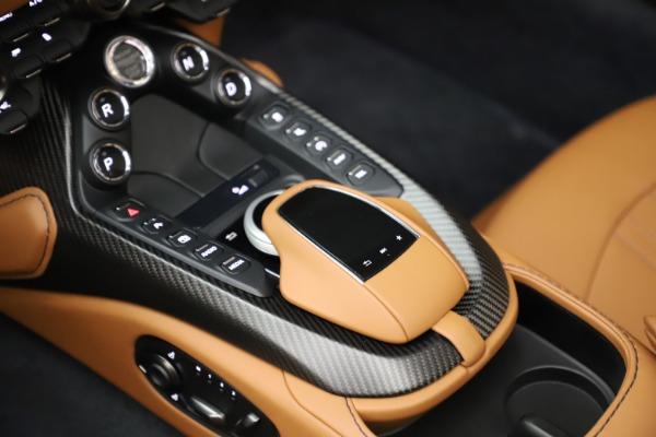 New 2021 Aston Martin Vantage Roadster Convertible for sale $205,686 at Alfa Romeo of Westport in Westport CT 06880 18