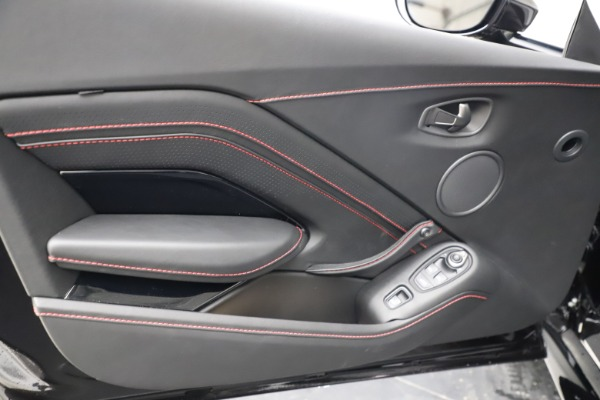 New 2021 Aston Martin Vantage Roadster Convertible for sale $189,186 at Alfa Romeo of Westport in Westport CT 06880 16