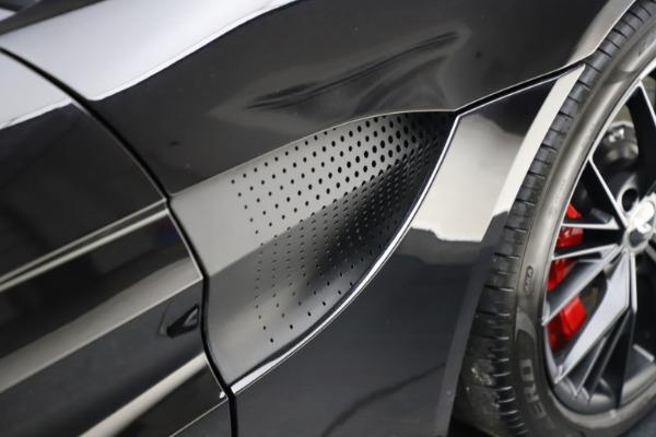 New 2021 Aston Martin Vantage Roadster Convertible for sale $189,186 at Alfa Romeo of Westport in Westport CT 06880 22