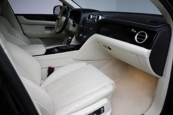 Used 2018 Bentley Bentayga W12 Signature for sale $154,900 at Alfa Romeo of Westport in Westport CT 06880 26
