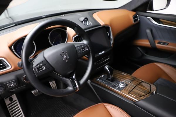 Used 2018 Maserati Ghibli SQ4 GranLusso for sale $51,900 at Alfa Romeo of Westport in Westport CT 06880 13