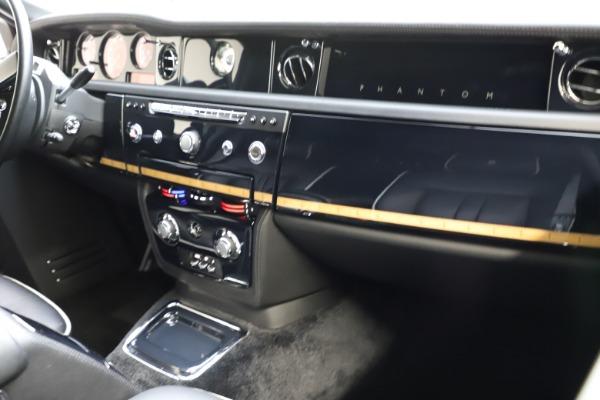 Used 2015 Rolls-Royce Phantom EWB for sale $289,900 at Alfa Romeo of Westport in Westport CT 06880 13