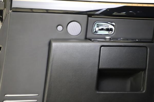 Used 2015 Rolls-Royce Phantom EWB for sale $299,900 at Alfa Romeo of Westport in Westport CT 06880 18