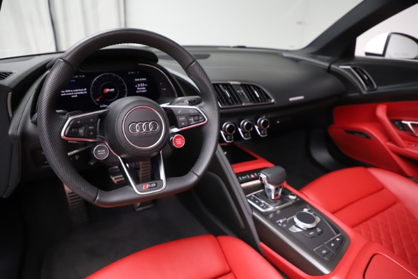 Used 2018 Audi R8 Spyder for sale $154,900 at Alfa Romeo of Westport in Westport CT 06880 19