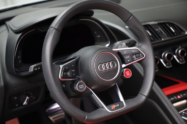 Used 2018 Audi R8 Spyder for sale $154,900 at Alfa Romeo of Westport in Westport CT 06880 24