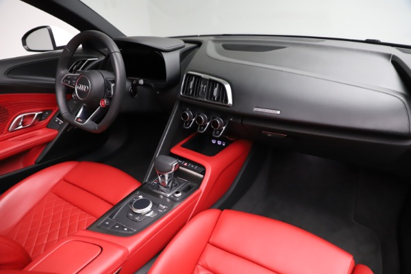 Used 2018 Audi R8 Spyder for sale $154,900 at Alfa Romeo of Westport in Westport CT 06880 25