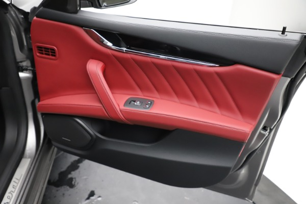 New 2021 Maserati Quattroporte S Q4 GranLusso for sale $122,435 at Alfa Romeo of Westport in Westport CT 06880 23