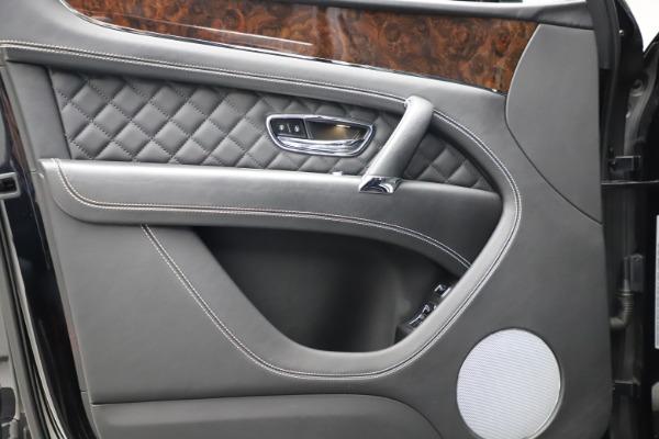 Used 2018 Bentley Bentayga W12 Signature for sale $153,900 at Alfa Romeo of Westport in Westport CT 06880 17