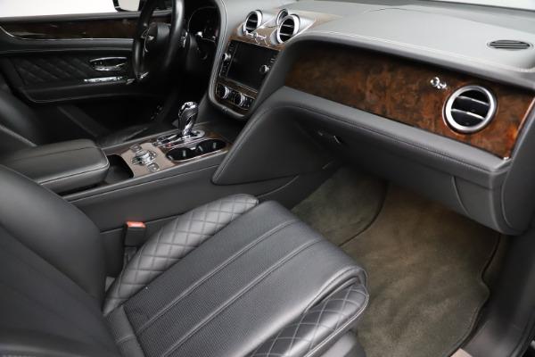 Used 2018 Bentley Bentayga W12 Signature for sale $153,900 at Alfa Romeo of Westport in Westport CT 06880 25