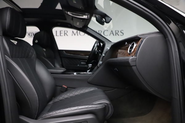 Used 2018 Bentley Bentayga W12 Signature for sale $153,900 at Alfa Romeo of Westport in Westport CT 06880 27