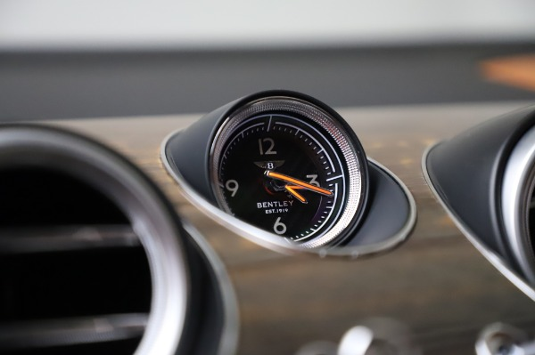 Used 2018 Bentley Bentayga Onyx Edition for sale $149,900 at Alfa Romeo of Westport in Westport CT 06880 24