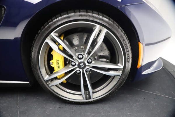 Used 2018 Ferrari GTC4Lusso for sale $289,900 at Alfa Romeo of Westport in Westport CT 06880 26