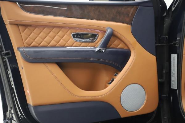 Used 2018 Bentley Bentayga W12 Signature for sale $149,900 at Alfa Romeo of Westport in Westport CT 06880 16