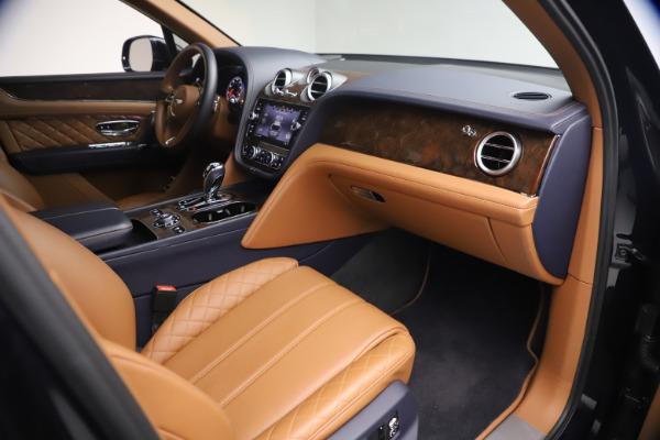 Used 2018 Bentley Bentayga W12 Signature for sale $149,900 at Alfa Romeo of Westport in Westport CT 06880 25