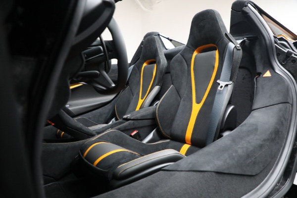 New 2021 McLaren 720S Spider for sale $378,110 at Alfa Romeo of Westport in Westport CT 06880 26