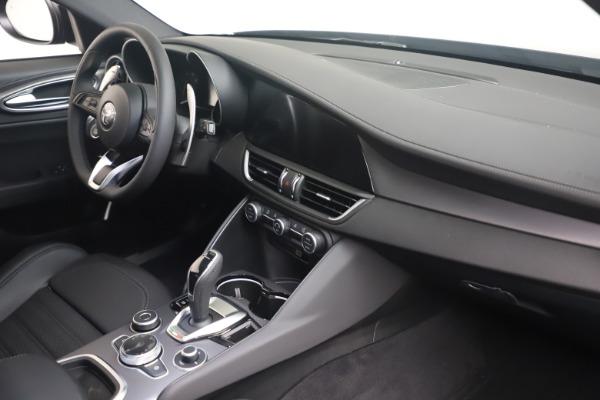 New 2022 Alfa Romeo Giulia Veloce for sale $52,045 at Alfa Romeo of Westport in Westport CT 06880 17