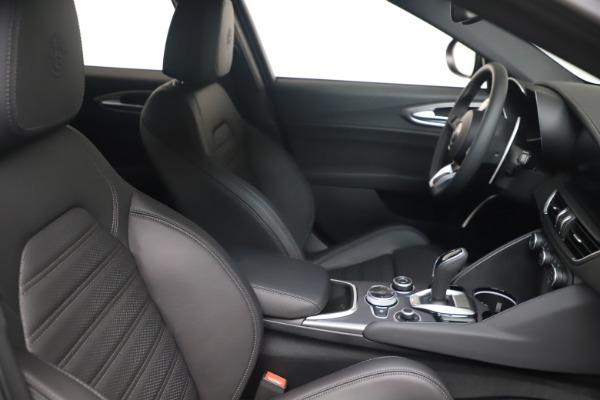 New 2022 Alfa Romeo Giulia Veloce for sale $52,045 at Alfa Romeo of Westport in Westport CT 06880 18