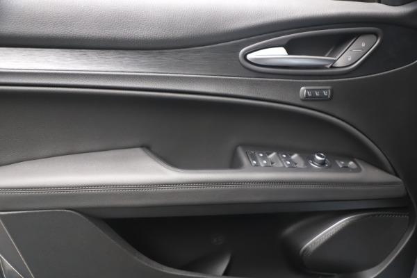 New 2022 Alfa Romeo Stelvio Sprint for sale $52,305 at Alfa Romeo of Westport in Westport CT 06880 16