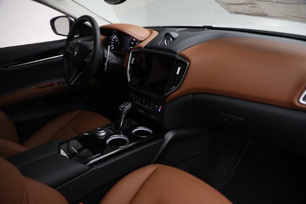 New 2022 Maserati Ghibli Modena Q4 for sale $86,645 at Alfa Romeo of Westport in Westport CT 06880 24